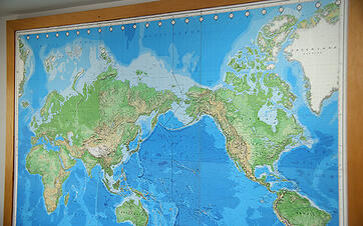 丸の内からバンコクへ渡った世界地図は、今もB-EN-Gタイに飾られている。